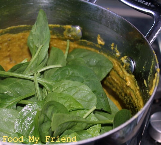 Baby Spinach in Curry