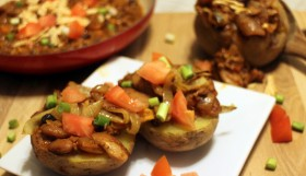 Potatoes stuffed with vegan chili