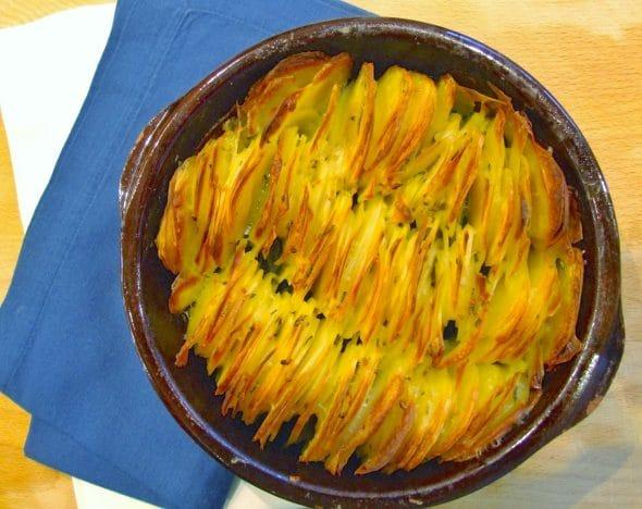 Garlic & rosemary scalloped potato roast - Family Friends Food